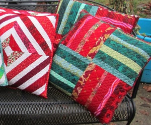 Pillows red and green